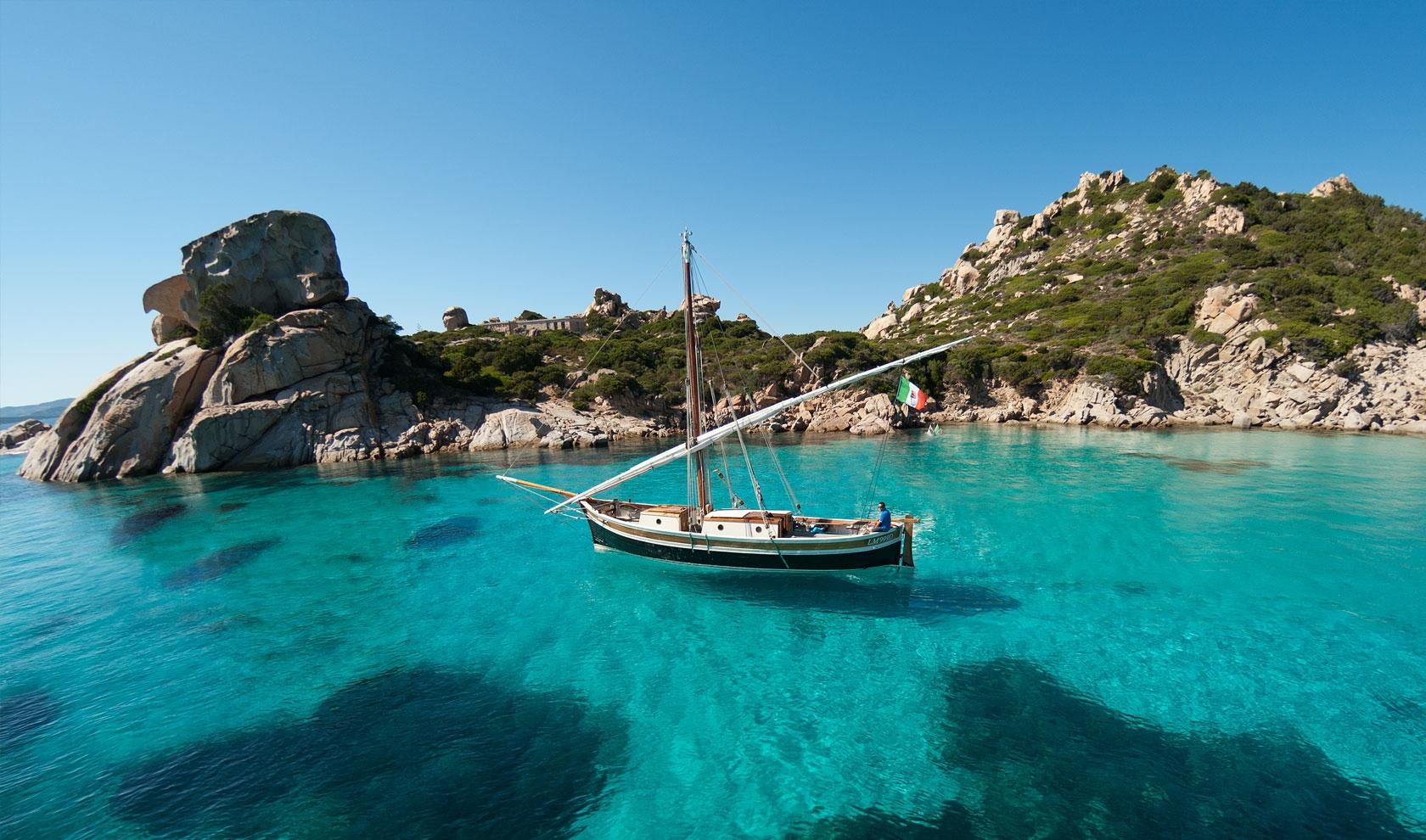 Escursioni e gite in barca a vela verso le isole dell'arcipelago della maddalena - Sardegna